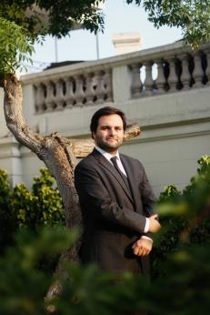 Alberto de Belaunde es gay y es uno de los congresistas mas jóvenes del congreso de la República. Forma parte de la bancada de Peruanos por el Cambio.