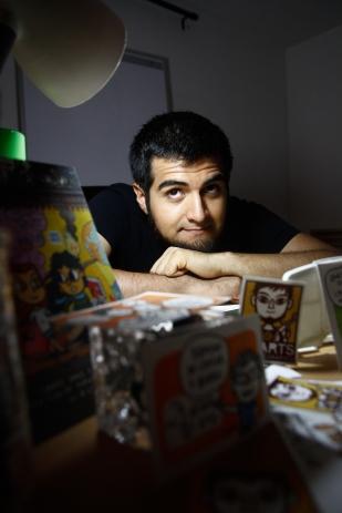 Emanuel Medina ,mas conocido como Emarts es un caricaturista de 27 de años. sus inicios de dibujo nació desde muy niño retratando los pasajes de su vida y el espacio de su imaginación.