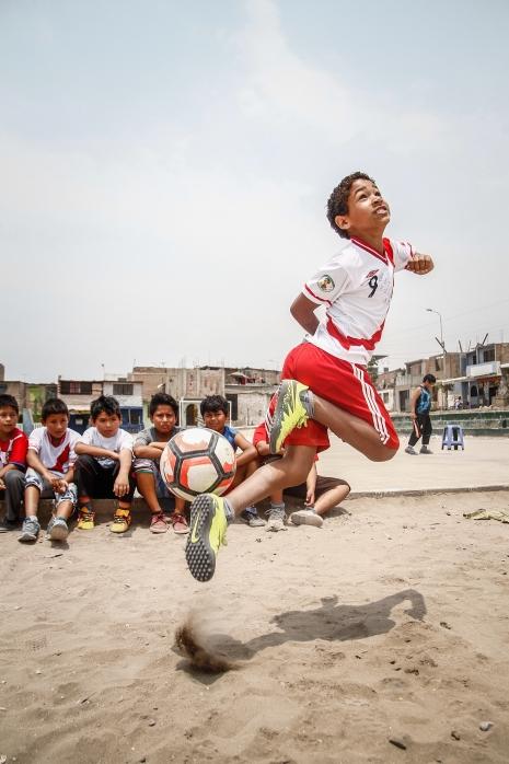 Rony Shapiama ,actor que interpreta la infancia del futbolista peruano Paolo Guerrero en la pelicula GUERRERO.