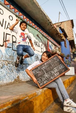 """Samanta Arutaype es la directora del cortometraje """"La importancia de sonar"""" y junto a su compañero Carlos Alva hacen la dupla inseparable en el barrio del Agustino."""