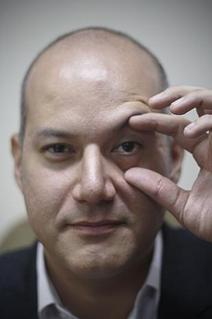 Sergio Fernando Tejada Galindo (Miraflores, 1980), es un político peruano. Fue electo Congresista de la República del Perú para el período 2011-2016 por Lima. Tocó en un grupo de Punk Rock llamado Insecto Urbano
